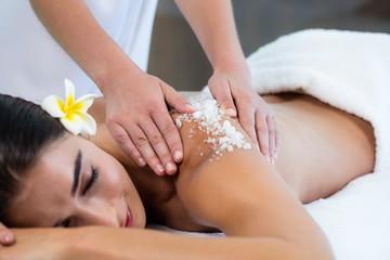 massage-bien-être-modelage-relaxant-détente-gommage-body-scrub-au sel-au-sucre-biarritz-anlet-bayonne