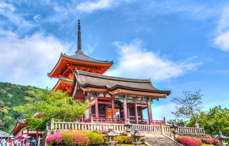 senso-ji-temple-kyoto-japan-161216